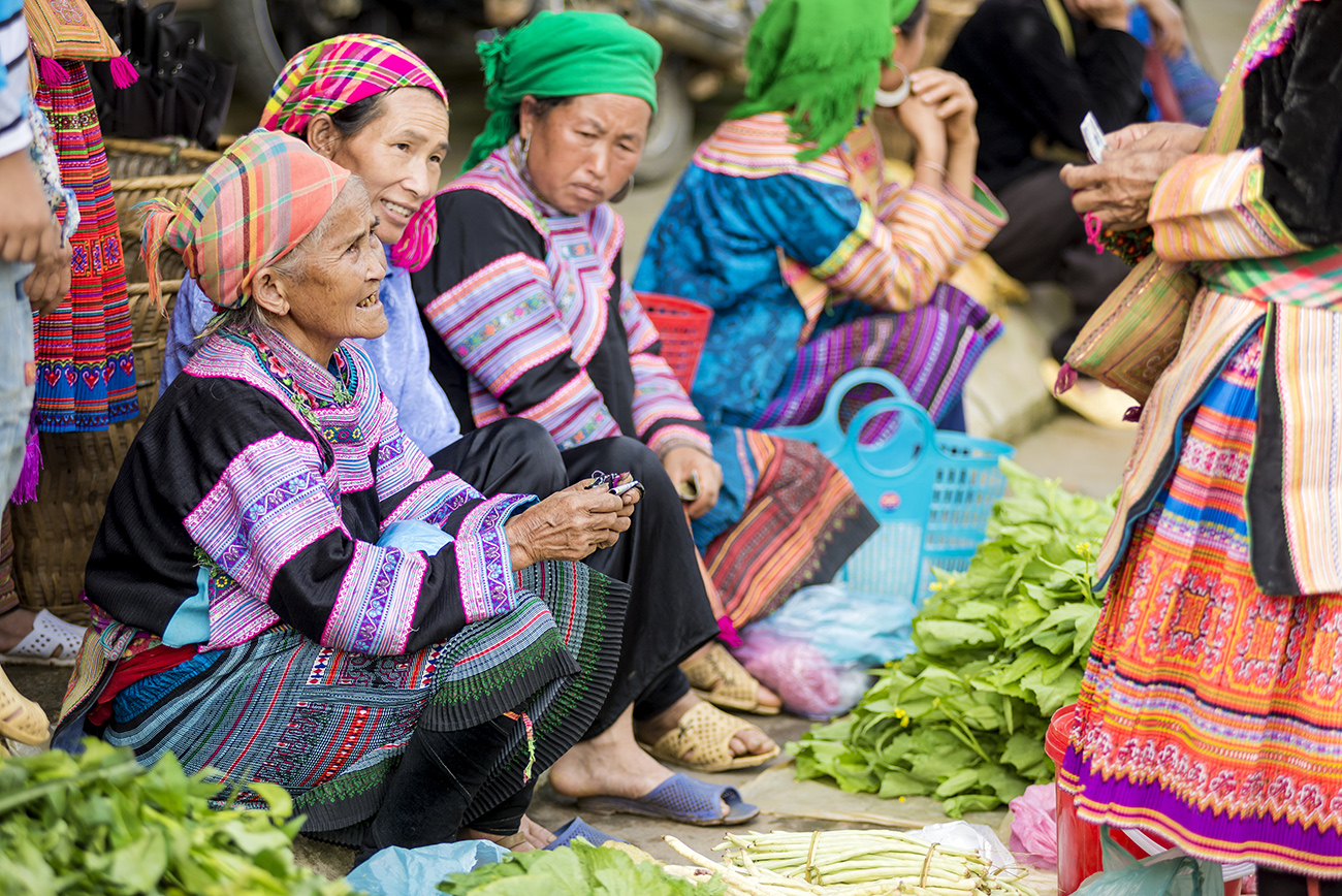 Sa Pa markets, Hmong ladies