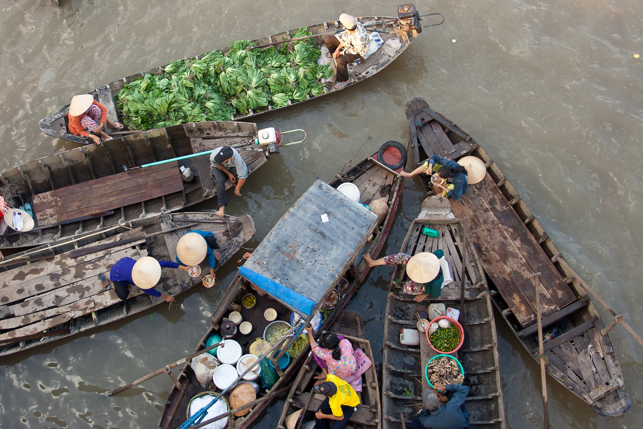 Floating market in Cai Be