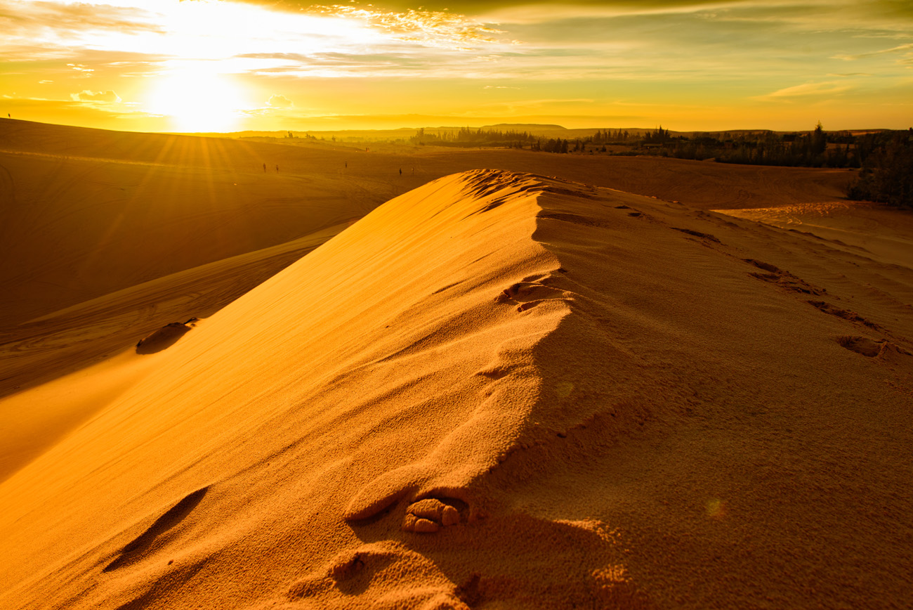 The Red Sand Dunes, Phan Tiet