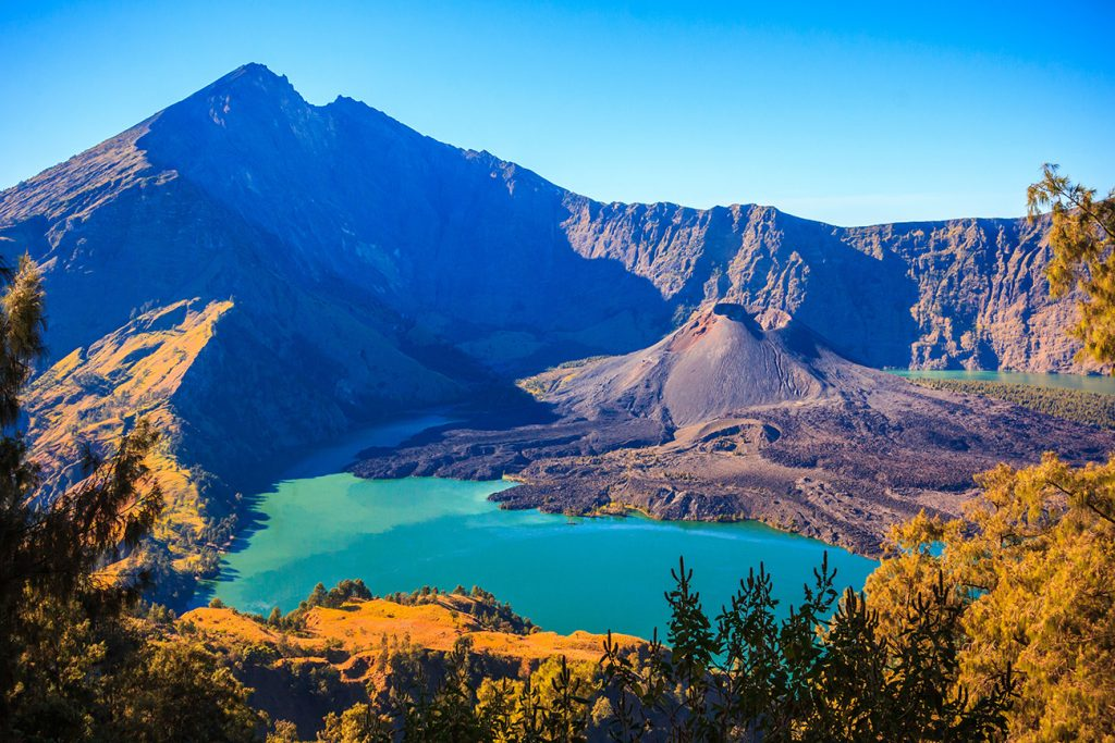 GUNUNG RINJANI SUMMIT HIKE