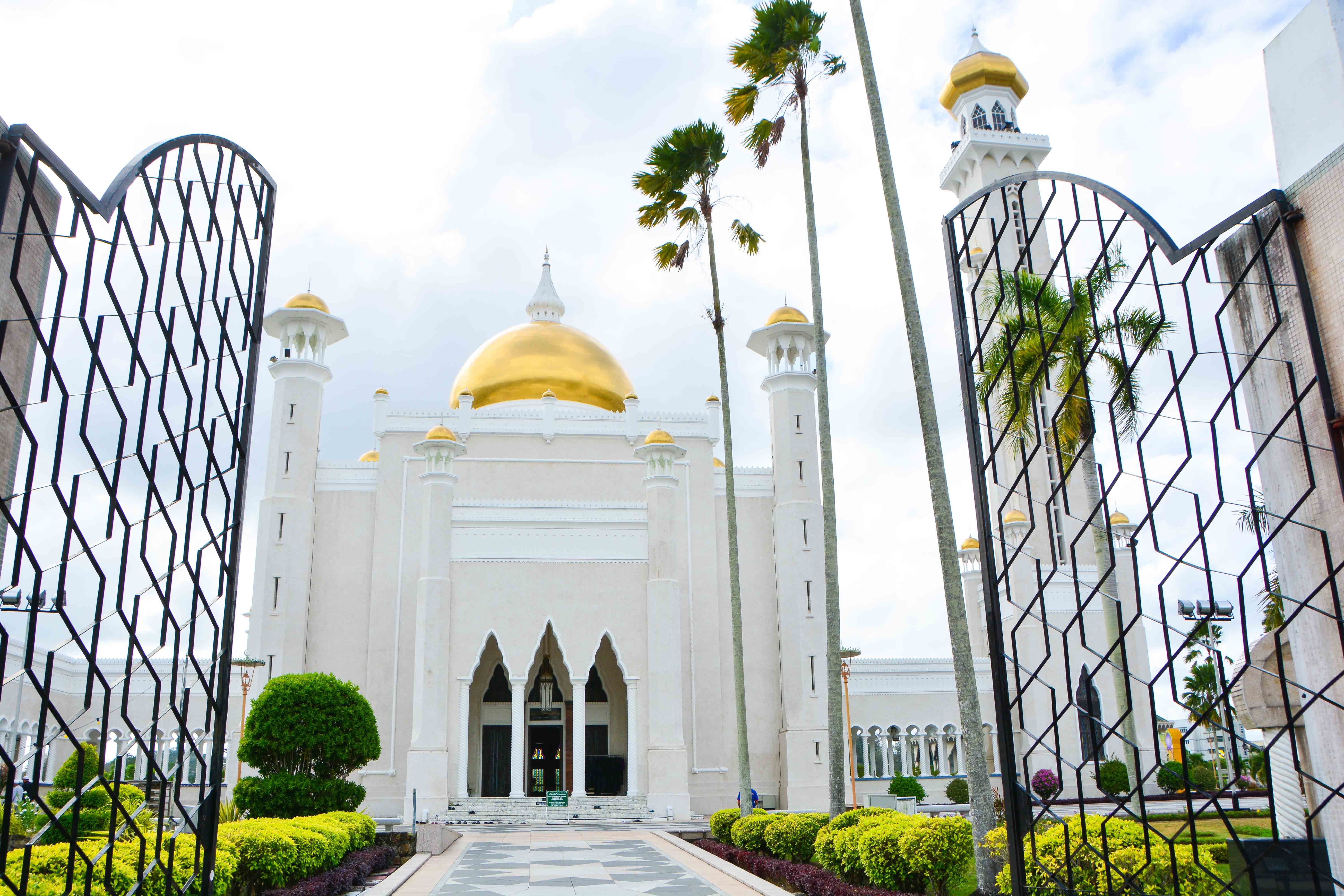 DISCOVER BRUNEI DARUSSALAM  – A TINY SULTANATE AMIDST THE BORNEAN JUNGLE