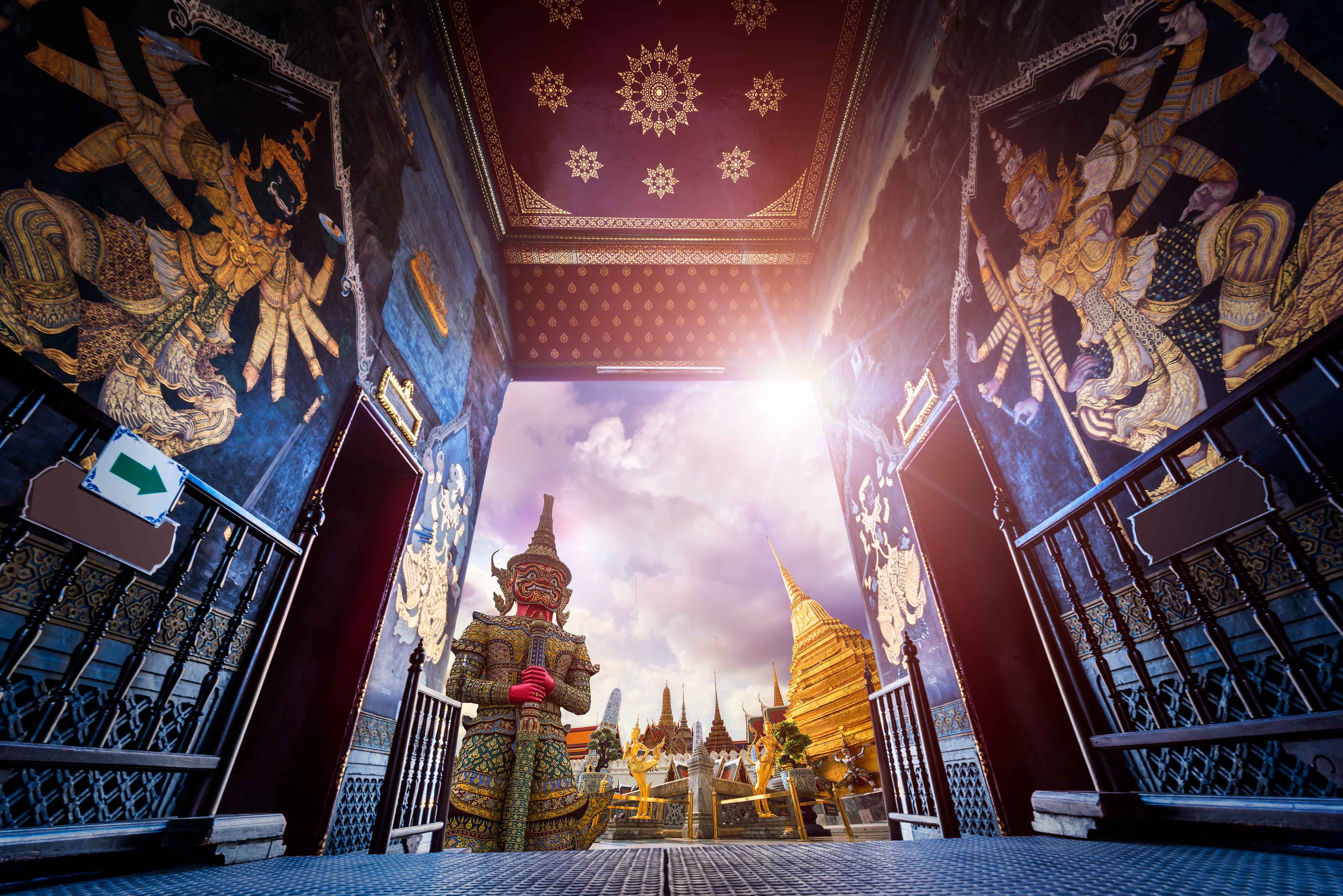 THE MOST BEAUTIFUL TEMPLES IN BANGKOK