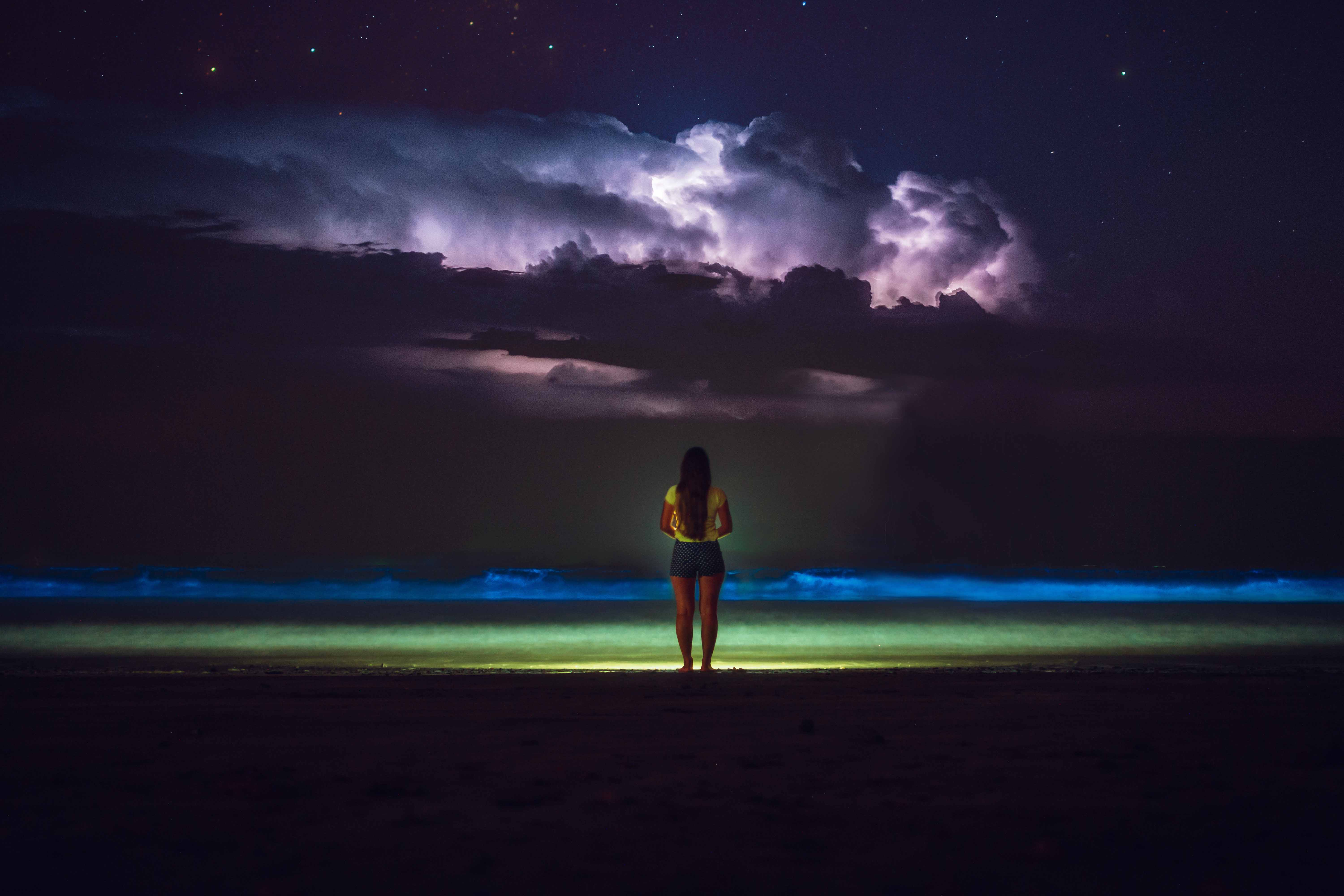 10 PLACES AROUND THE WORLD WHERE TO SWIM WITH BIOLUMINESCENT PLANKTON