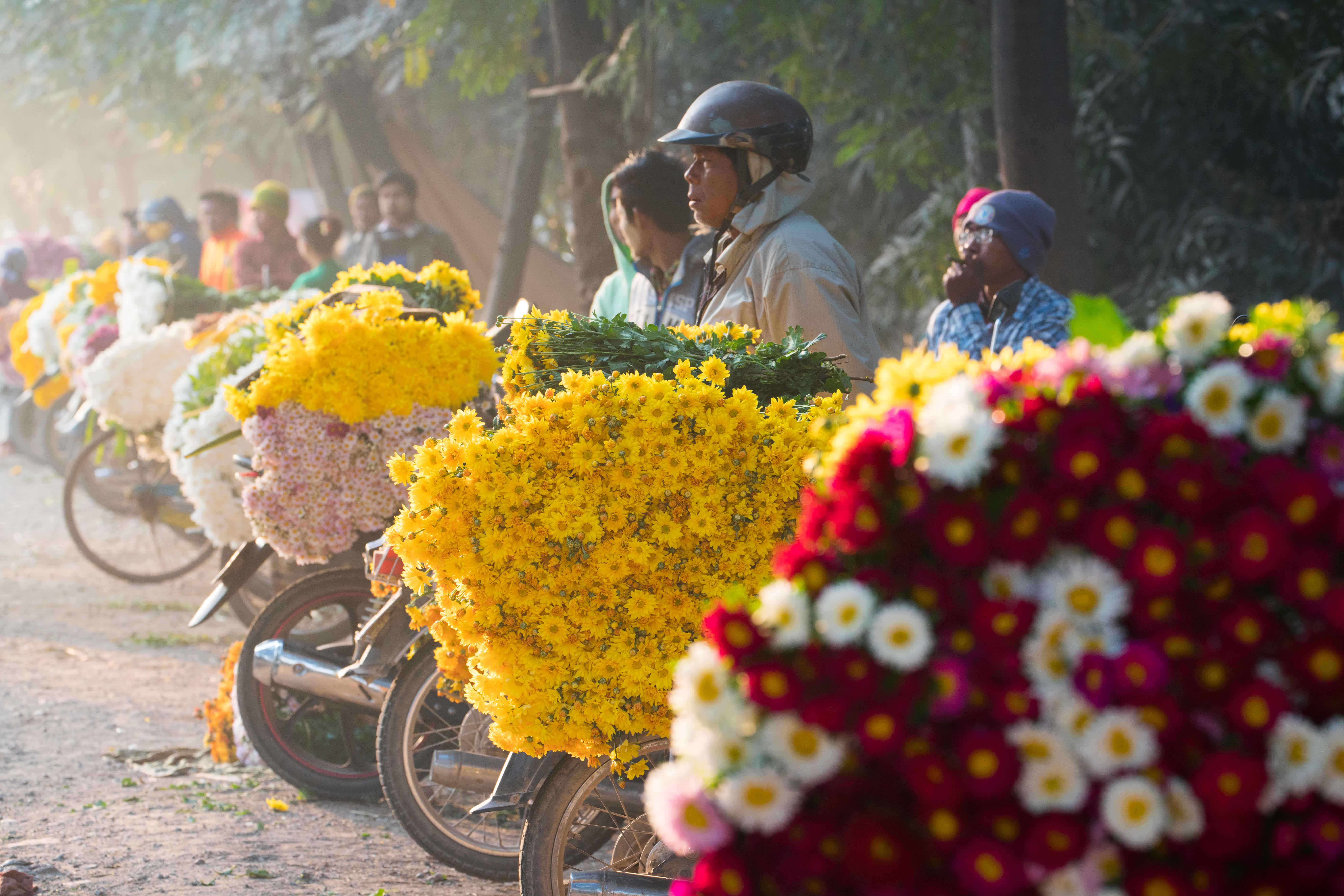 Binh Dong Floating Flower Market.10 Extraordinary And Genuine Markets To Visit In Southeast Asia
